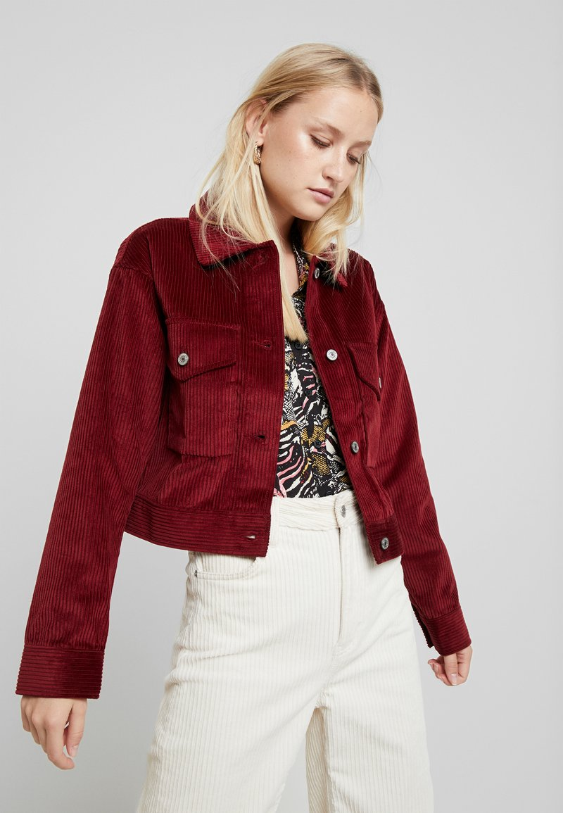 Abercrombie & Fitch - TRUCKER JACKET - Chaqueta fina - red