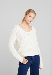 Abercrombie & Fitch - SLOUCHY SCOOP NECK SWEATER - Svetr - cream - 0