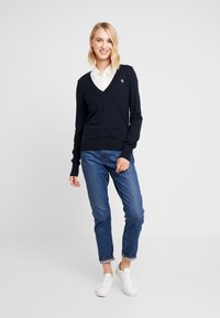 Abercrombie & Fitch - ICON V NECK WITH SHINE MOOSE - Neule - navy - 1
