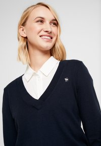 Abercrombie & Fitch - ICON V NECK WITH SHINE MOOSE - Neule - navy - 4