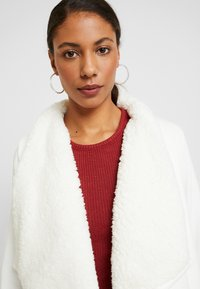 Abercrombie & Fitch - SHERPA CARDIGAN - Zip-up hoodie - white - 3