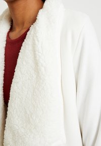 Abercrombie & Fitch - SHERPA CARDIGAN - Zip-up hoodie - white - 5