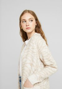 Abercrombie & Fitch - CARDIGAN - Cardigan - neutral brown - 3