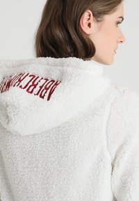 Abercrombie & Fitch - SHERPA - Hoodie - white - 3