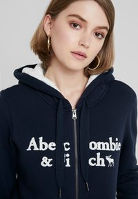 Abercrombie & Fitch - SHERPA LINED LOGO FULL ZIP - Zip-up hoodie - navy - 3