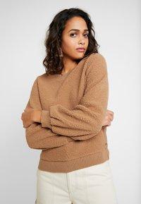 Abercrombie & Fitch - MOCK NECK CREW - Sweatshirt - brown - 0