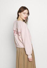 Abercrombie & Fitch - TREND LOGO SHARKBITE CREW - Sweatshirt - pink - 2