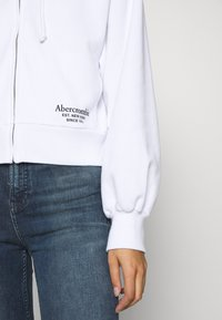 Abercrombie & Fitch - TREND LOGO - Zip-up hoodie - white - 5