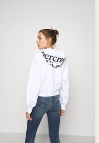 Abercrombie & Fitch - TREND LOGO - Zip-up hoodie - white - 2