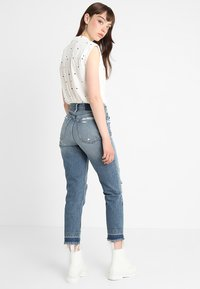 Abercrombie & Fitch - DARK LET DOWN ANNIE  - Relaxed fit jeans - dark destroy - 2