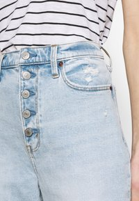 Abercrombie & Fitch - SHANK CURVE - Bootcut jeans - light destroy - 5