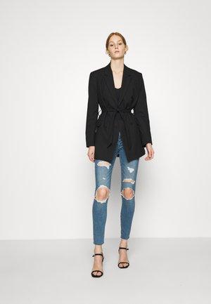 KNEE BLOWOUT CURVE - Jeans Skinny Fit - medium indigo