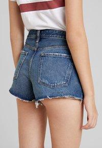 Abercrombie & Fitch - DESTROY - Denim shorts - dark wash - 3