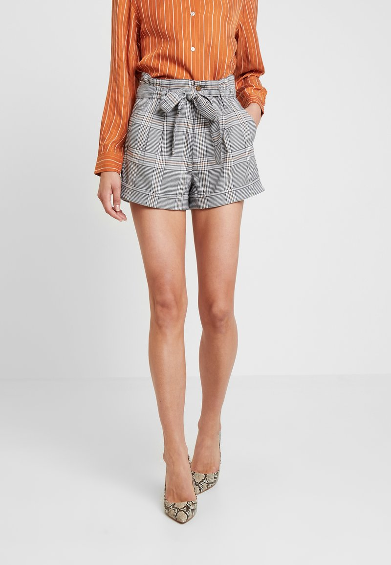 Abercrombie & Fitch - PLAID - Shorts - light brown/beige