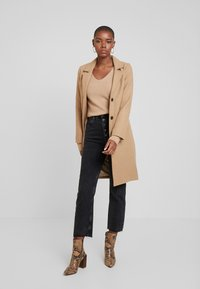 Abercrombie & Fitch - DAD COAT - Cappotto classico - brown plaid - 1