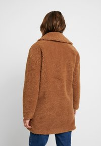 Abercrombie & Fitch - COAT - Cappotto invernale - brown sherpa - 2