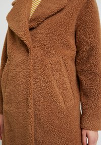 Abercrombie & Fitch - COAT - Cappotto invernale - brown sherpa - 5