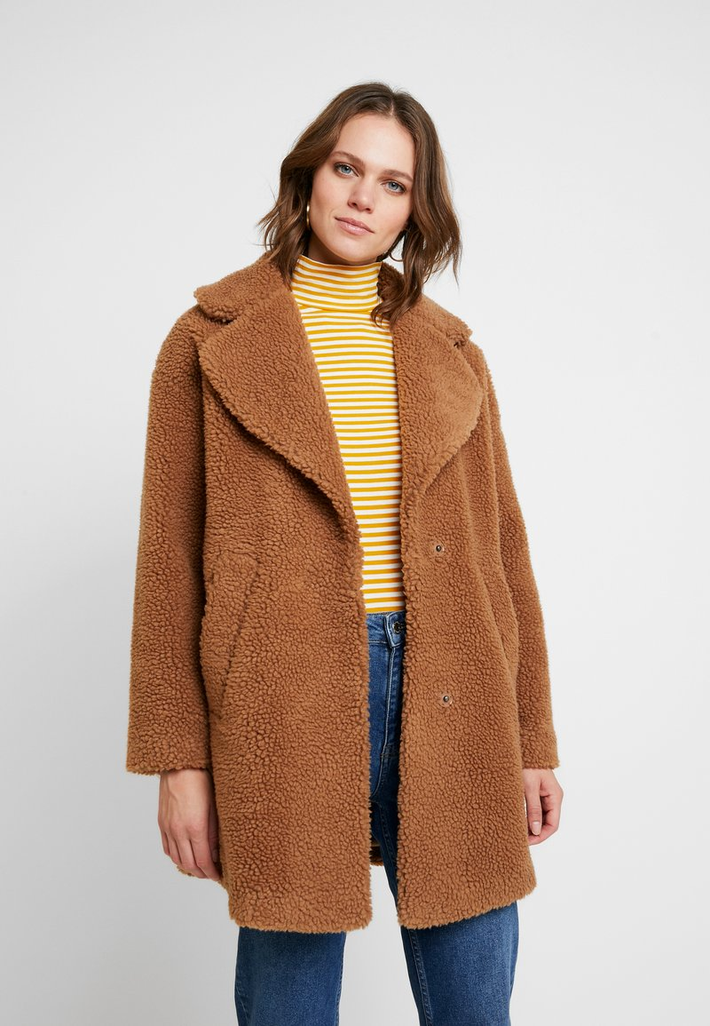 Abercrombie & Fitch - COAT - Cappotto invernale - brown sherpa