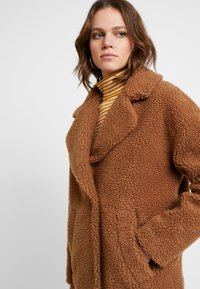 Abercrombie & Fitch - COAT - Cappotto invernale - brown sherpa - 3