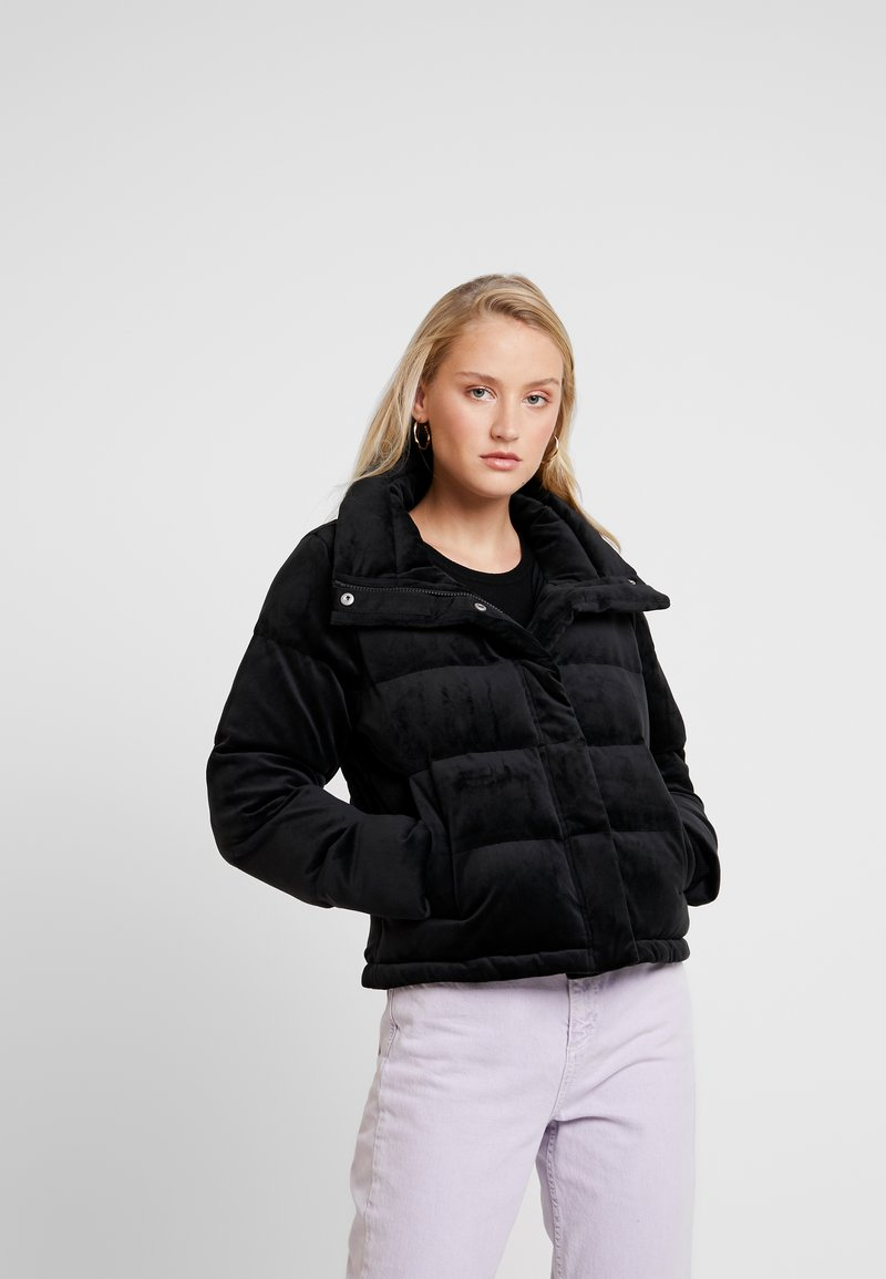Abercrombie & Fitch - ULTRA CROPPED PUFFER - Winter jacket - black
