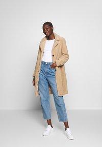 Abercrombie & Fitch - DAD COAT SHERPA - Winter coat - tan - 1