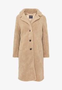 Abercrombie & Fitch - DAD COAT SHERPA - Winter coat - tan - 4