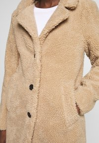 Abercrombie & Fitch - DAD COAT SHERPA - Winter coat - tan - 5