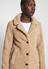 Abercrombie & Fitch - DAD COAT SHERPA - Winter coat - tan - 3