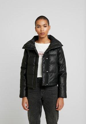 PUFFER - Lehká bunda - black