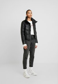 Abercrombie & Fitch - PUFFER - Jas - black - 1
