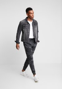 Abercrombie & Fitch - ICON JOGGER  - Tracksuit bottoms - black - 1