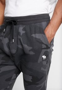 Abercrombie & Fitch - ICON JOGGER  - Tracksuit bottoms - black - 3