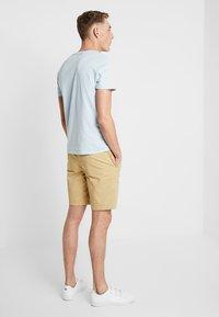 Abercrombie & Fitch - IN NEUTRALS - Shorts - light khaki - 2