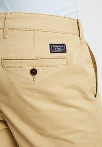 Abercrombie & Fitch - IN NEUTRALS - Shorts - light khaki - 5