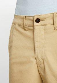 Abercrombie & Fitch - IN NEUTRALS - Shorts - light khaki - 3