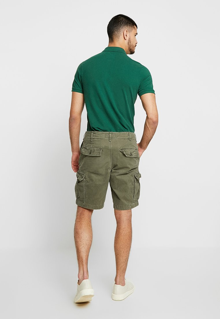 Abercrombie & Fitch - BEETLE - Shorts - olive