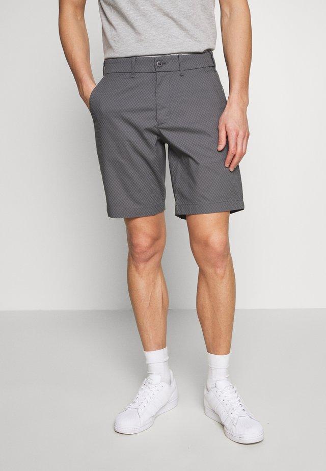 Shorts - grey geo