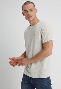 Abercrombie & Fitch - 3 PACK - Camiseta básica - blue/white/grey - 3