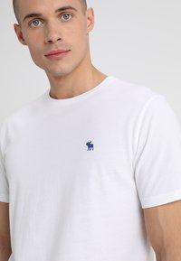 Abercrombie & Fitch - 3 PACK - Camiseta básica - blue/white/grey - 6