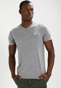 Abercrombie & Fitch - VNECK 3 PACK - T-shirts basic - white/black/grey - 4