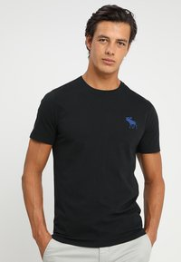 Abercrombie & Fitch - TRIPPLE EXPLOIDED ICON  3 PACK - Print T-shirt - black/white/grey - 1