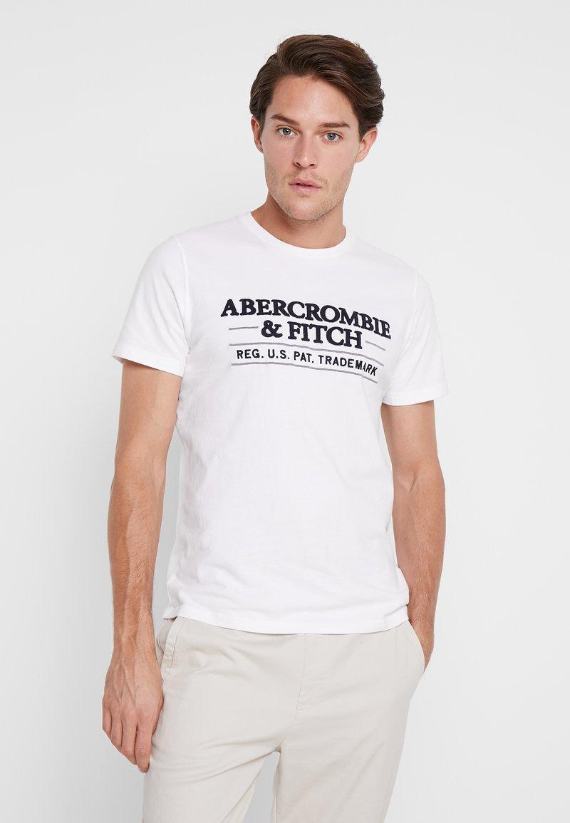 Abercrombie & Fitch - SUM TRAD TECH LOGO NEUTRAL  - Printtipaita - white