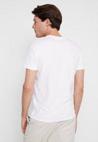 Abercrombie & Fitch - SUM TRAD TECH LOGO NEUTRAL  - Printtipaita - white - 2
