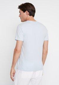 Abercrombie & Fitch - POP ICON CREW - Basic T-shirt - light blue - 2