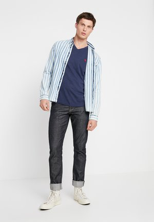 NEW FRINGE V NECK 3 PACK - T-shirt print - red/light blue/navy blue