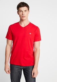 Abercrombie & Fitch - NEW FRINGE V NECK 3 PACK - Print T-shirt - red/light blue/navy blue