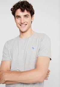 Abercrombie & Fitch - POP ICON CREW  - T-shirt basic - grey - 4