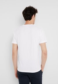 Abercrombie & Fitch - FALL ICON VEE NEUTRALS  - T-shirt - bas - white - 2