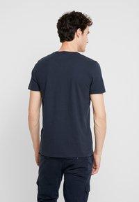 Abercrombie & Fitch - POP ICON NEUTRAL  - Camiseta básica - navy - 2