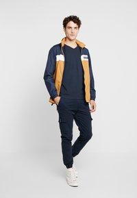 Abercrombie & Fitch - POP ICON NEUTRAL  - Camiseta básica - navy - 1